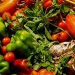 Comer alimentos orgánicos cultivados localmente