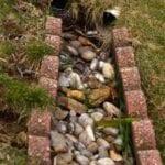 Cómo instalar un drenaje de grava para desviar la lluvia ⋆ Great gardening blog