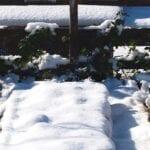 La cubierta de nieve es buena para el jardín de su casa
