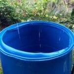 Captura de más agua para el riego mediante la conexión de las barrellas a un jardín de lluvia